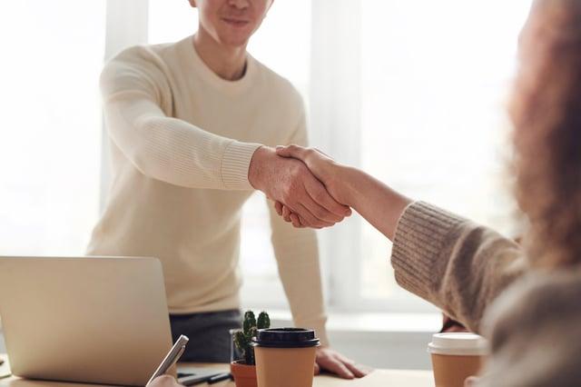 Clôturer vos ventes plus facilement grâce aux avis clients