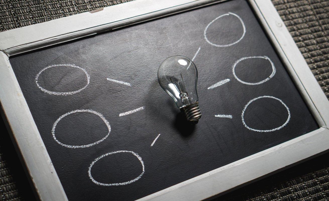 tableau noir et bulles d'idées